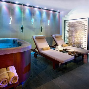 Relax room with hydrotherapy