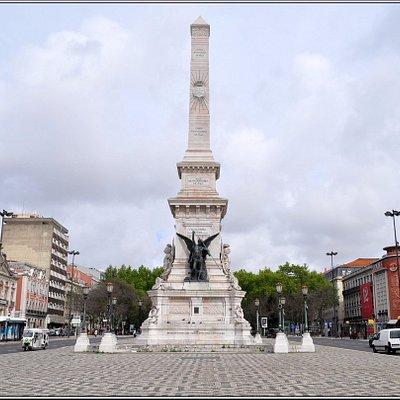 Памятник восстановлению независимости