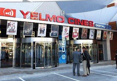 Entrada principal cines Yelmo