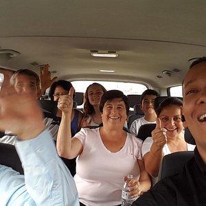 Con las manos arriba! Pásandolas Bien con clientes de Ecuador.