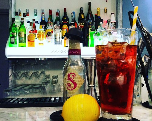 Avarello's coffee break and cocktail bar