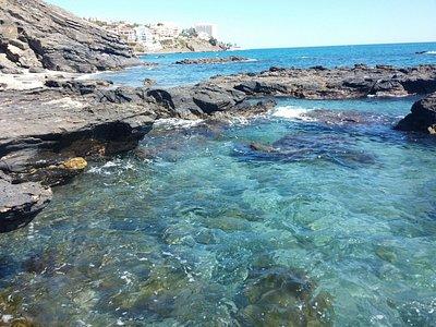 sector solitario de la playa nudista Benalnatura (Málaga)