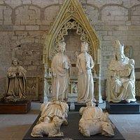 Magnifiques Statues de la Chambre des Parements de la Sacristie Nord