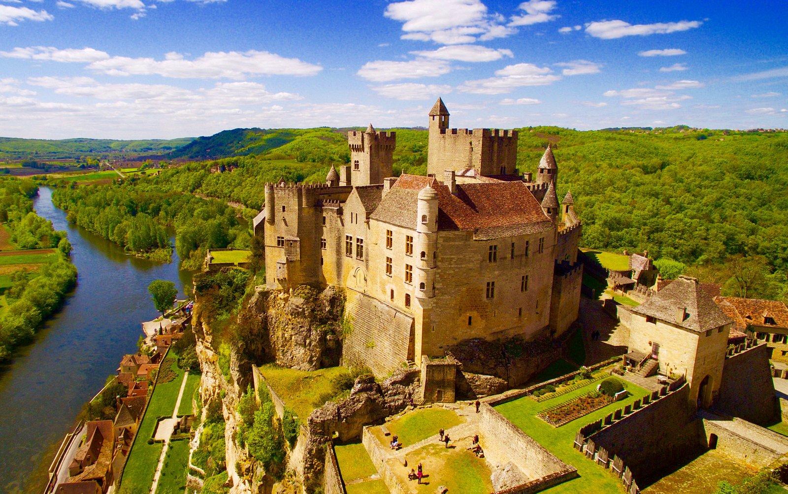 Château de Beynac, Forteresse Médiévale entre ciel et terre