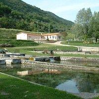 Sullo sfondo a destra sito archeologico delle cosiddetta Villa di Tito Vespasiano
