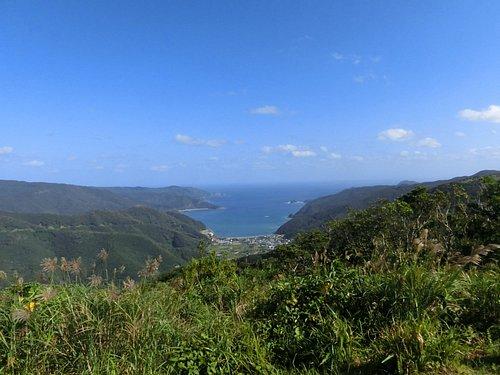 瀬戸内町の村と大島海峡