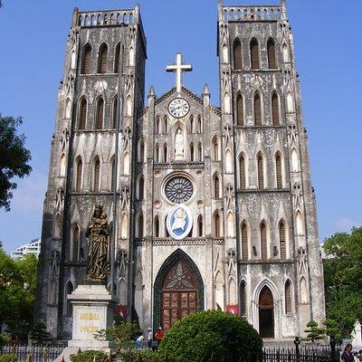 Nhà thờ Lớn Hà Nội, 40 đường Nhà Chung, Hà Nội.