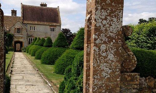 Topiary avenue to manor