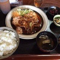 生姜焼き定食 880円税込 お米も美味しいよ!にんにく焼きも大好き同じ値段