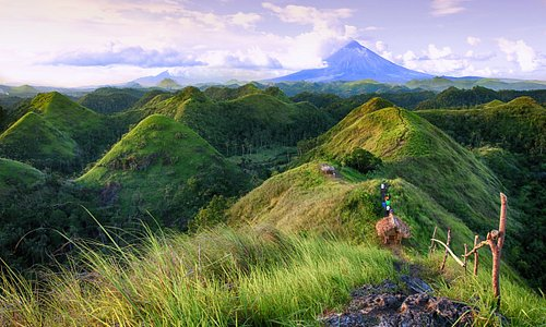 QUITINDAY GREEN HILLS. Serpentine, sinuous, sensuous: such are the rolling contours of Camalig's