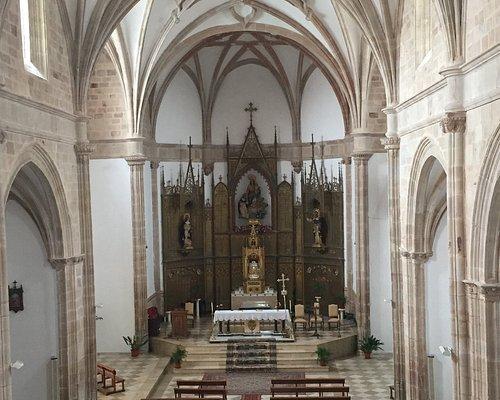 La iglesia, acceso desde la primera planta del claustro