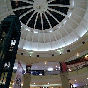 Tampak mall bagian dalam