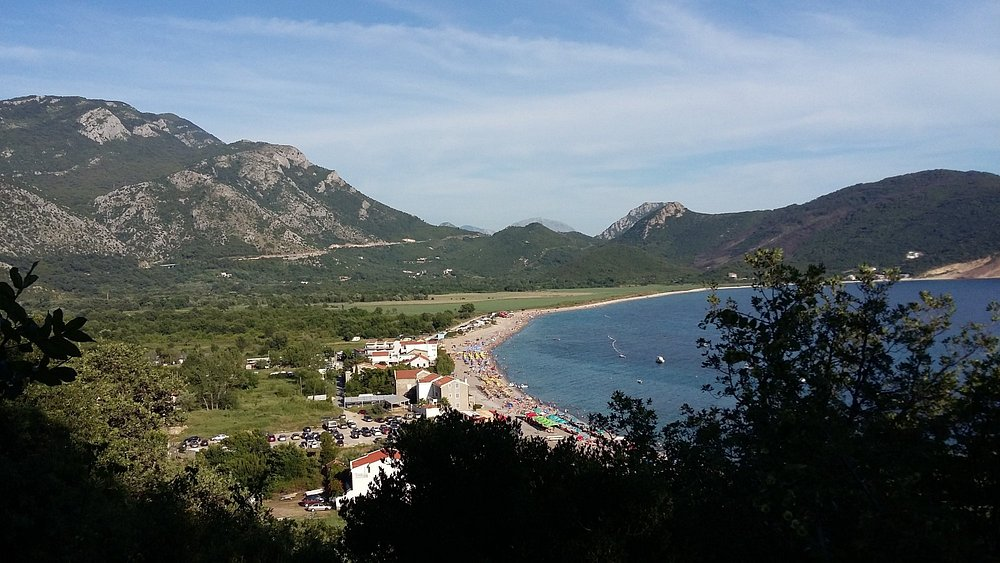 Вид на пляж по дороге к пляжу Лючице