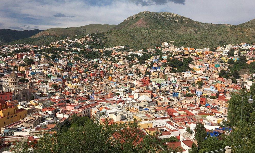 La vista panorámica de la ciudad desde ese punto realmente es hermosa, más sin embargo el mirado