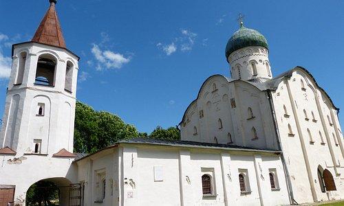 Eglise St Théodore le Stratélate sur le ruisseau, Novgorod