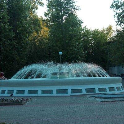 Небольшой фонтан в городском саду