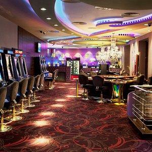 Slot machines and a beautiful aquarium at Game World Sibiu