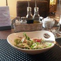 салат в бизнес-ланче с морепродуктами