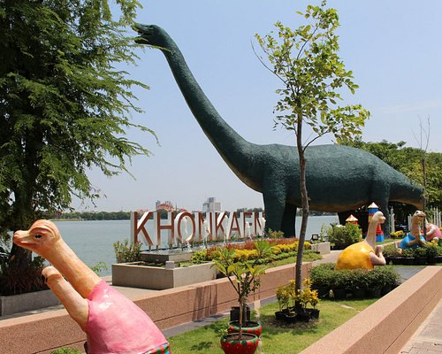 Dinosaurs at the lake