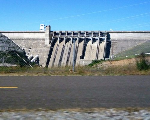 You can only snapshot the dam from the road when driving.