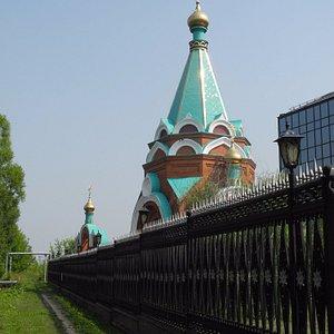 Храм за забором