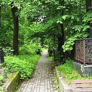Прогулки по улицам Смоленсконго кладбища. От Шевченко до Блока (оба праха перенесены))
