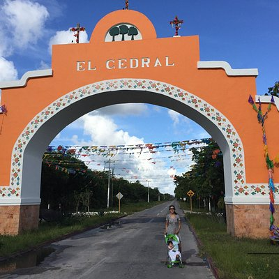 entry to the road to El Cedral
