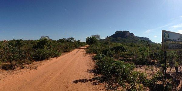 Estrada de terra que leva à Serra da Catedral