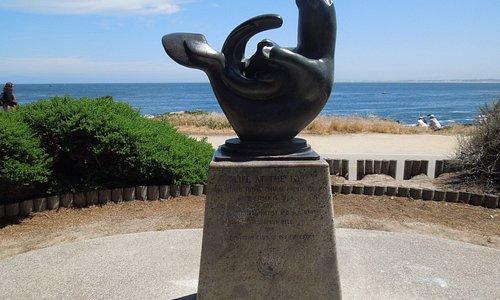 Great sculpture of a playful otter