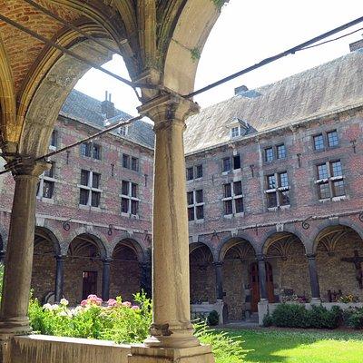 Внутренний двор музея (клуатр экс-монастыря)