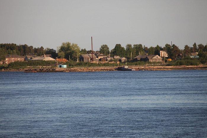 Оне́га — город (с 1780) в Архангельской области России. Административный центр Онежского района.