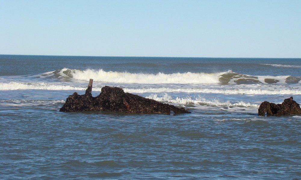 Esta foto es una parte del Barco Hundido, que se puede ver con marea baja.