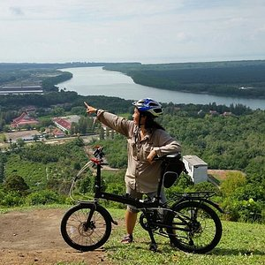 Cycle with Elena to cherish your holidays!