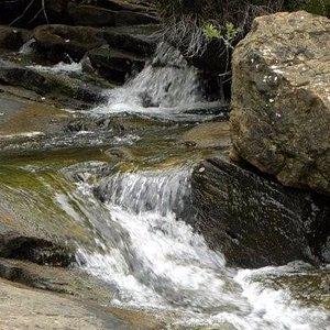 Detalle del río, por aquí esta la zona de las lastras, lugar habitual para bañarse