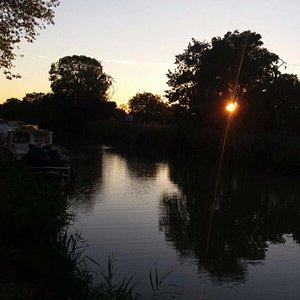Coucher de soleil sur le canal