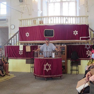 Haim Ishakis, our tour guide, speaking in the synagogue