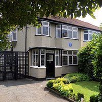 251 Menlove Avenu (Mendips: the childhood home of John Lennon (The Beatles).