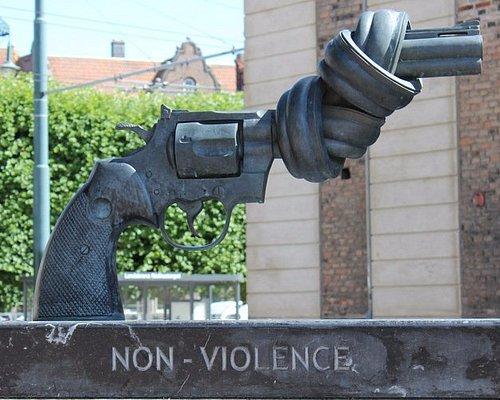 Skulptur C F Reuterswärd