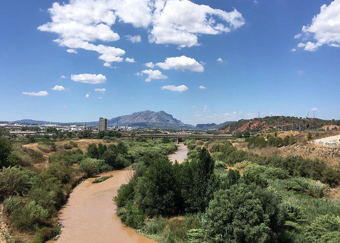 Pont de Diable und Sicht auf Montserrat