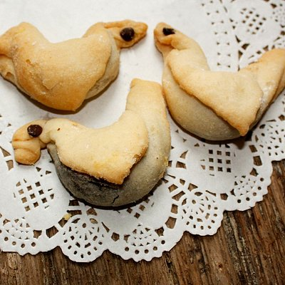 """Stuffed birds"" soft biscuits"