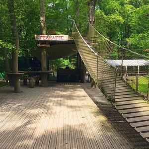 Hängebrücke zur Terrasse