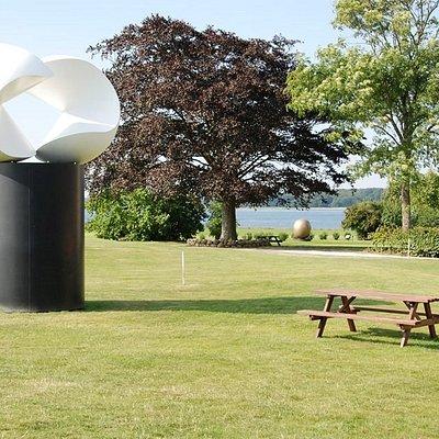 Golfklubben Lillebælt prydes af kunstneren Piet Heins figurer