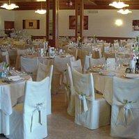 Sala Sposi con tavoli rotondi