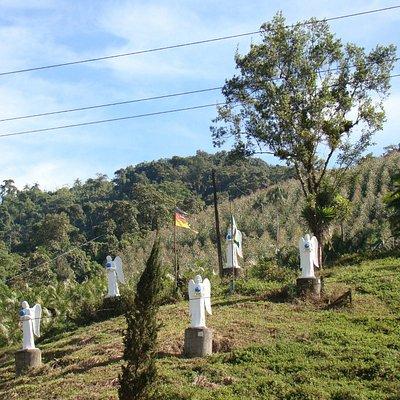 Disposição dos anjos até o topo do morro.