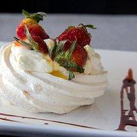 riquisimo postre de merengue con frutas