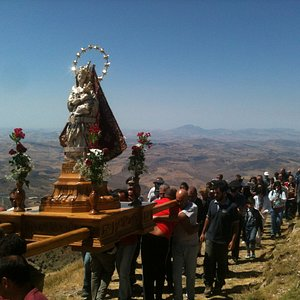 processione attorno al santuario il 15 agosto