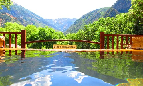 """an attempt at an """"infinity pool"""" aspect ... view from hot pool over waterfall towards Sopris"""