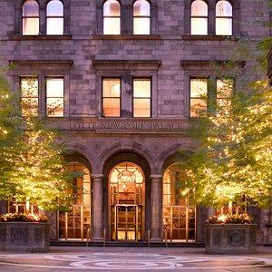 Lotte New York Palace entrance