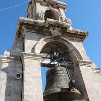 la campana in cima al campanile