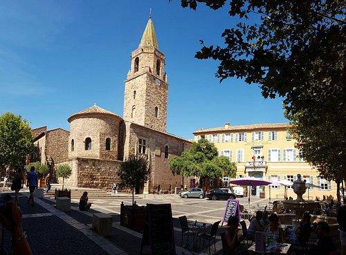 Malerischer Platz im Herzen der Altstadt
